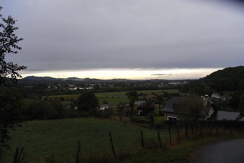 20120926 28 023 Jakobus Oloron Pyrenäen Wolken Häuser