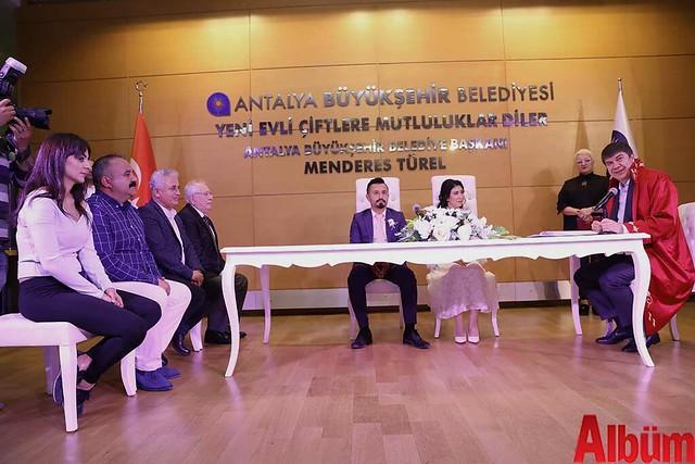 Antalya Büyükşehir Belediyesi Başkanı Menderes Türel Salih ve :Hayriye çiftinin nikahlarını kıydı -4
