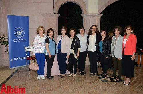 ÇYDD Alanya Şube Başkanı Nilgün Özcan ve dernek gönüllüleri