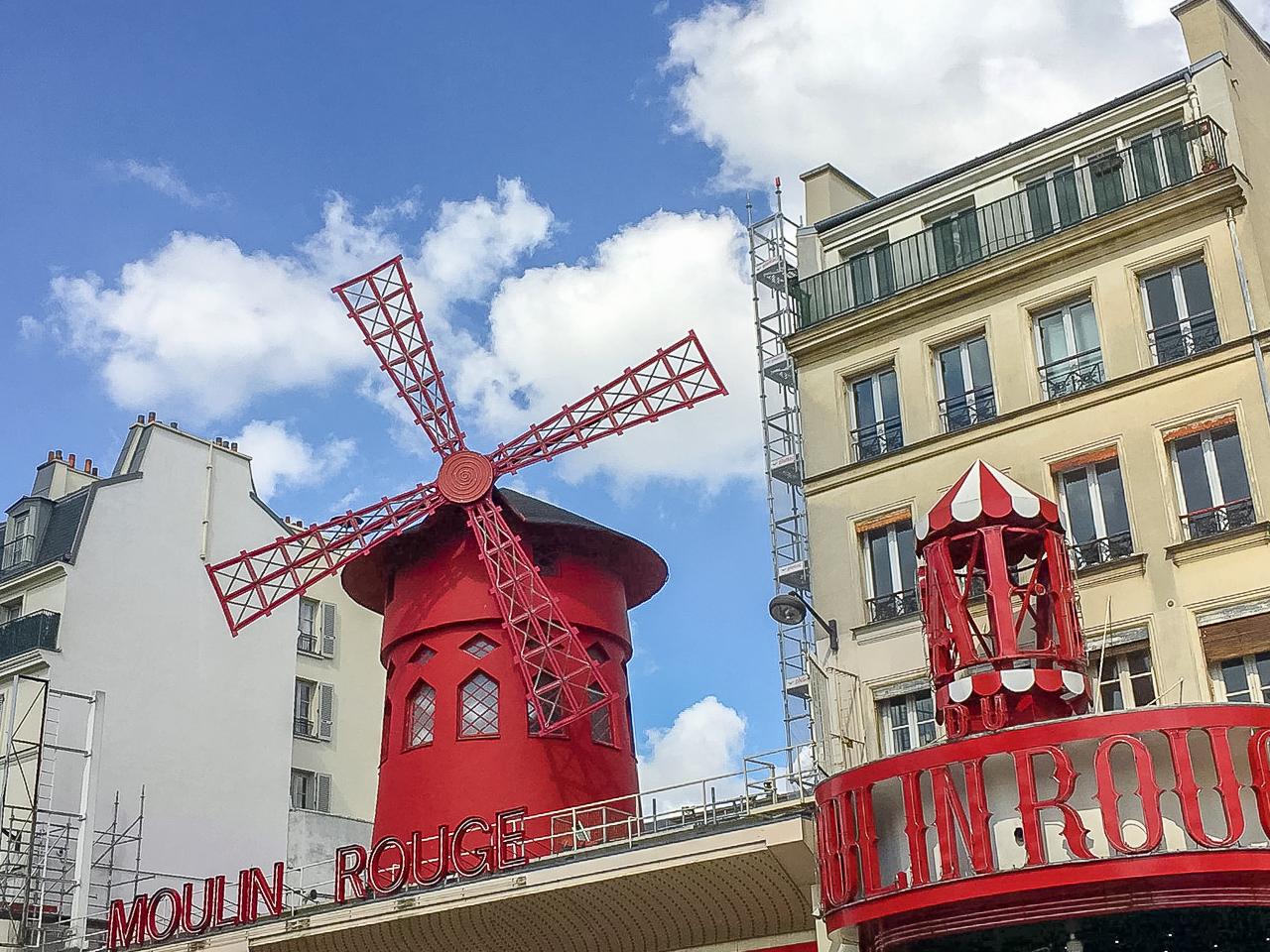 Pariisi, Montmartre, Moulin Rouge