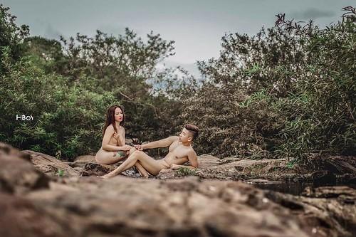 Đỏ mặt với bộ ảnh cưới khoe thân trong rừng và dưới thác của cặp đôi 9x 09
