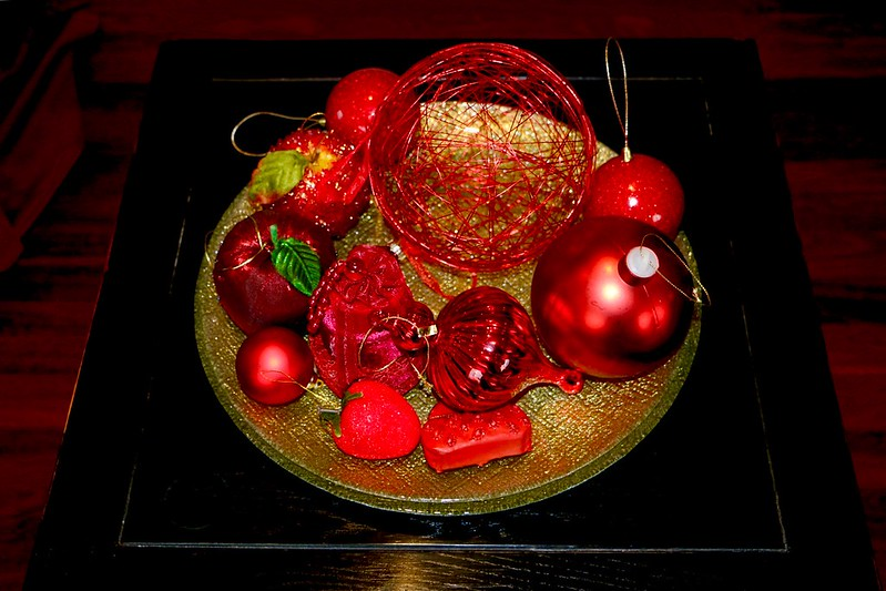 Red bauble platter