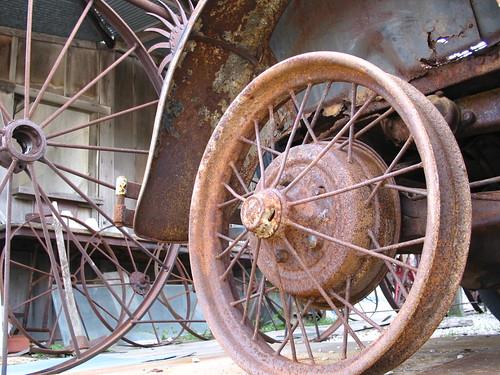 rust wheel spokes wagnwheel pinwheel car old museum vintage olebillscarmuseum worn