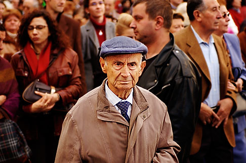 A Man in a Crowd - S4-545-720
