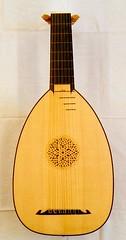 cuatro(0.0), viol(0.0), tanbur(0.0), acoustic guitar(0.0), guitar(0.0), banjo uke(0.0), vihuela(0.0), oud(1.0), plucked string instruments(1.0), string instrument(1.0), folk instrument(1.0), string instrument(1.0),