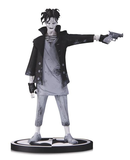 瀰漫著強烈的不祥氣息..... DC Collectibles 蝙蝠俠黑白雕像系列【小丑 by Gerard Way】Batman Black and White: The Joker by Gerard Way Statue