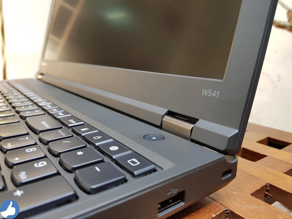 Bản lề ThinkPad W541 tuy nhỏ nhưng rất chắc chắn