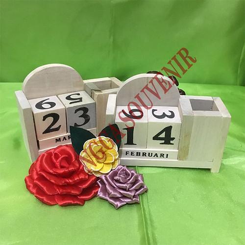 Kalender Abadi Kayu Lengkung Uk.10X4X7.5cm