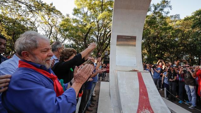 Na terra de Getúlio, Jango e Brizola, Lula e Dilma são recebidos com festa