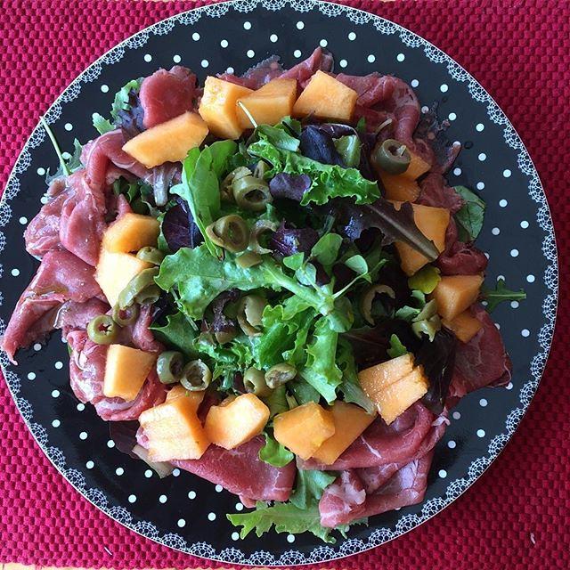 """Das ist ein Post von @cissa_sua_lowcrap! Und das ist die Geschichte zum Post: """"Salat-Mandala 🔁 Mandala-Salat"""" #regram"""