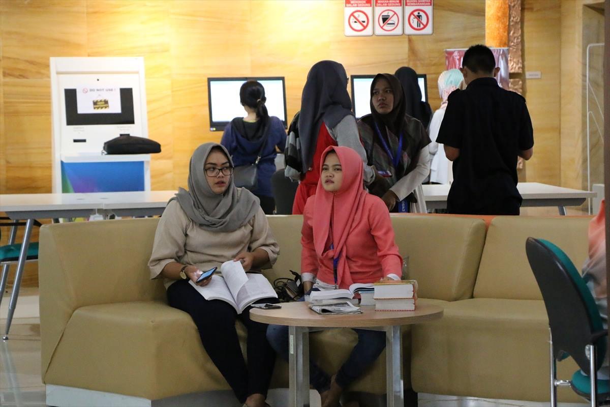 مكتبة 13