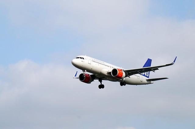SAS Airbus A320 landing at London Heathrow