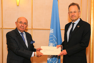 NEW PERMANENT REPRESENTATIVE OF ECUADOR PRESENTS CREDENTIALS TO THE DIRECTOR-GENERAL OF THE UNITED NATIONS OFFICE AT GENEVA