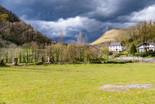 03-Licq-Athérey - soleil et nuages noirs
