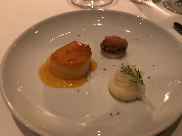 Scallop with saffron glaze and crispy mussel
