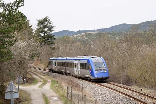 Un XTER passe à l'emplacement de l'ancienne gare de Pontaix - Ste Croix