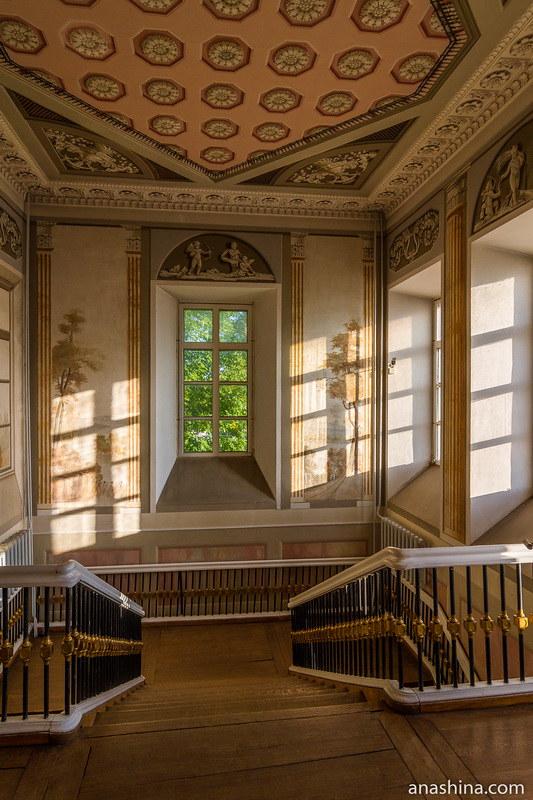 Парадная лестница, усадьба Золотарева, Калуга
