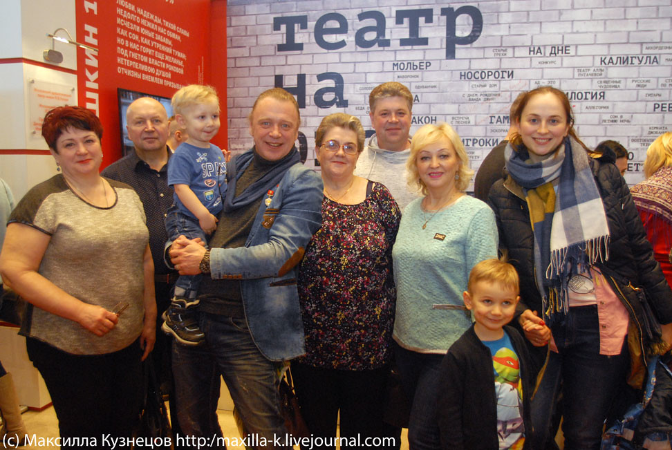 Олег Леушин с семьей