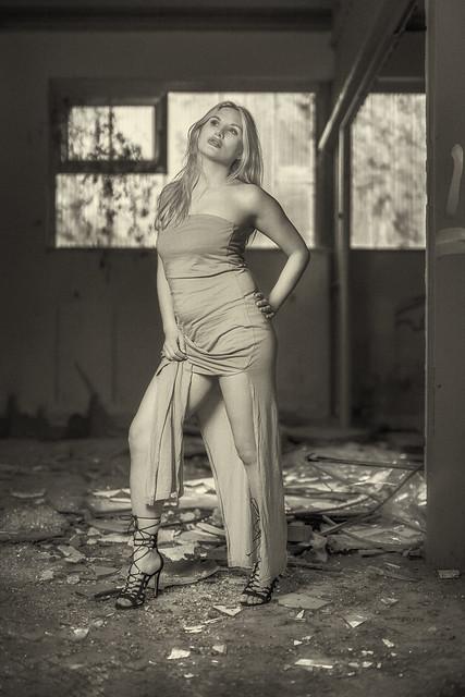 Broken glass - broken dreams? | SONY ⍺7III & Sigma 1.4/50 Art on Sigma MC-11 | GODOX AD-200