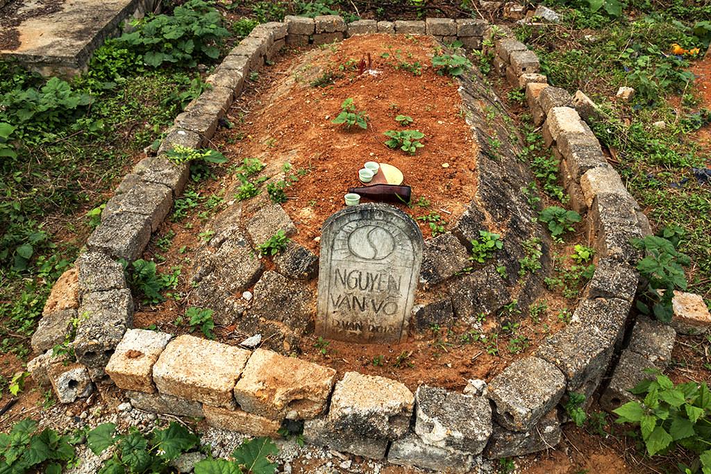 Grave--Quy Hop 2