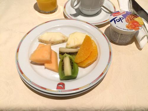 Fruits & yoghurt / Obst & Joghurt - Frühstück - Hotel Lamm - Heimhuchenthal