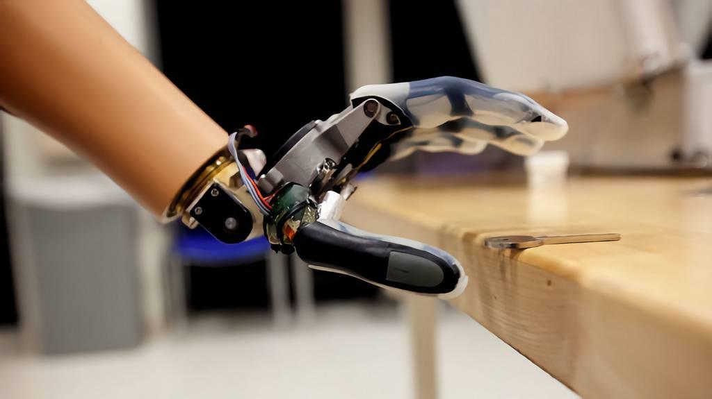 Les mains prothétiques sont plus vraies qu'avant grâce à de bonnes vibrations