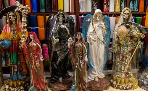 La santa muerte,  Mercado Corona