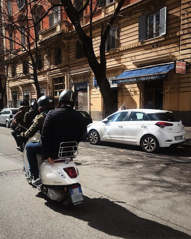 rome-vespa-cr-ciutravel
