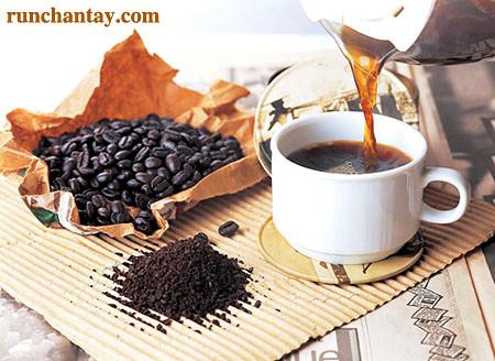 Sử dụng quá nhiều chất kích thích như cà phê có thể khiến tay bị run