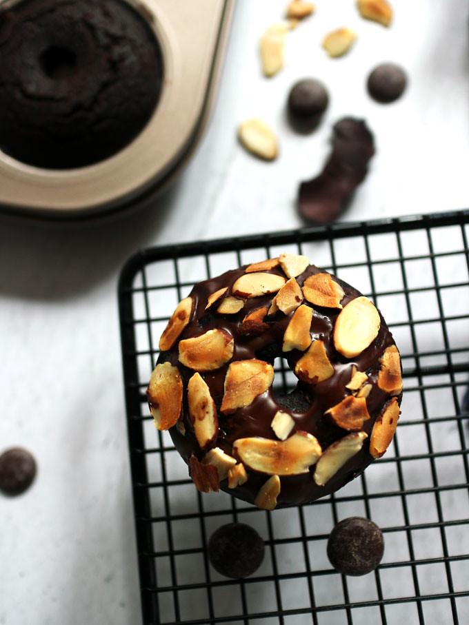 全素雙層巧克力烤甜甜圈 vegan-baked-double-chocolate-doughnuts (7)