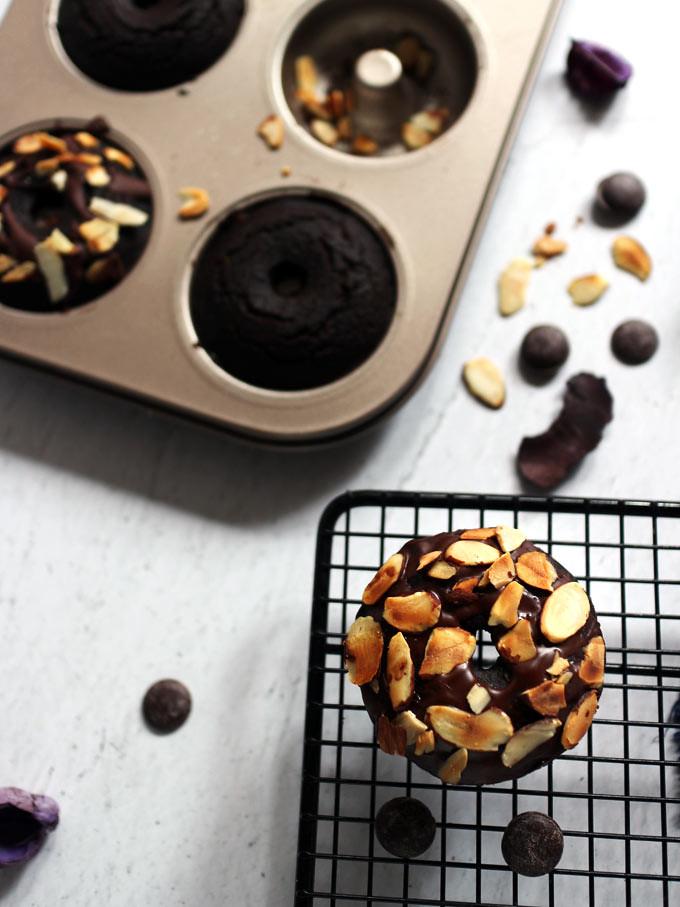 全素雙層巧克力烤甜甜圈 vegan-baked-double-chocolate-doughnuts (6)