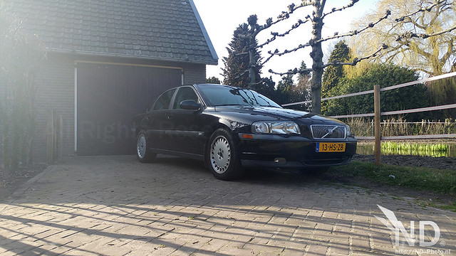 Volvo S80 2.4T on driveway