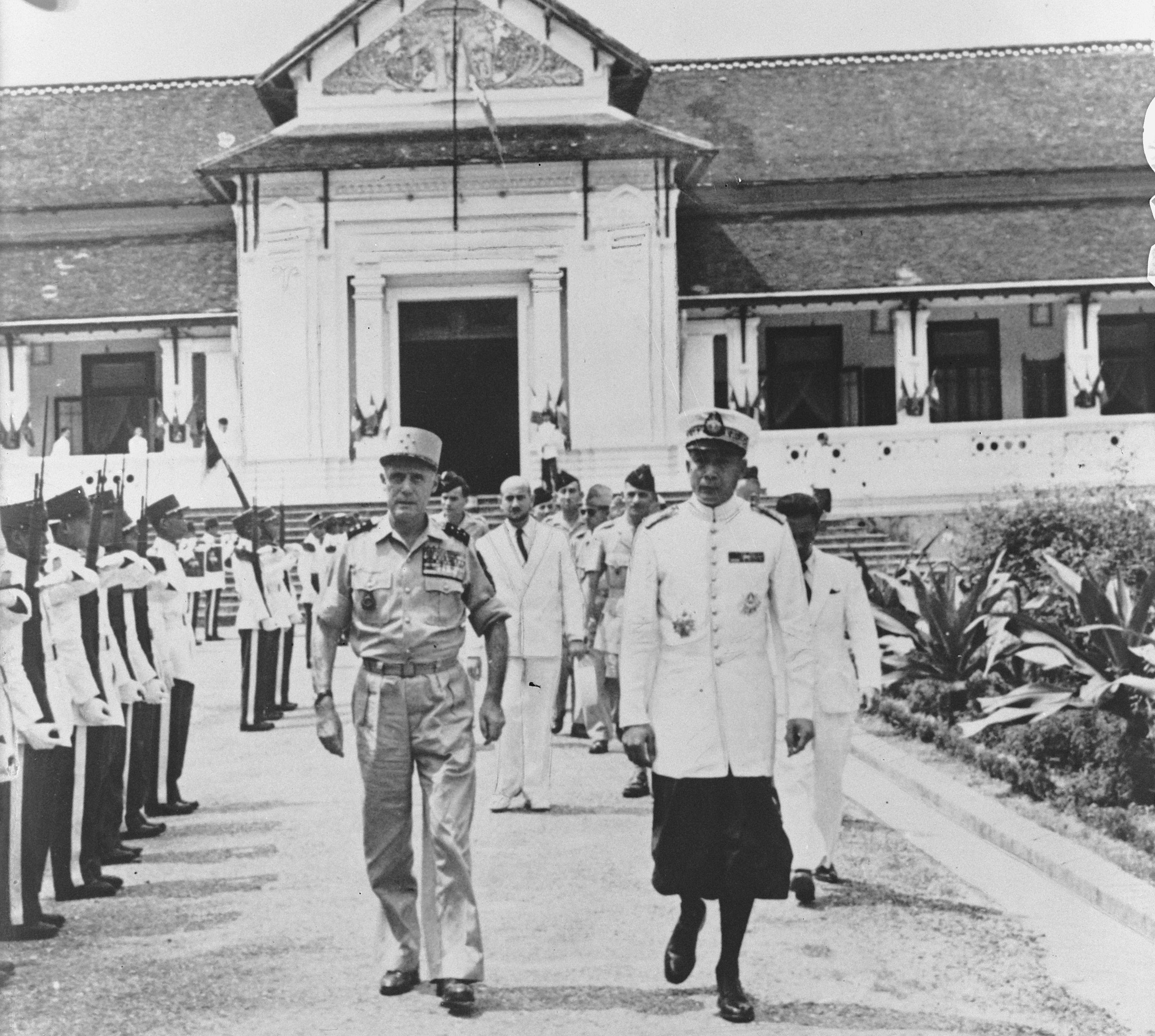 French General Salan and Prince Savang in Luang Prabang on May 4, 1953.
