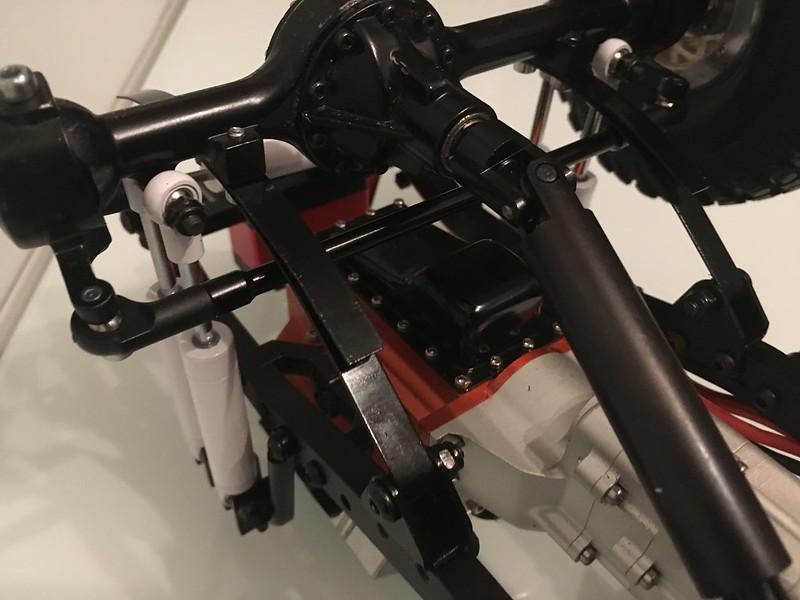 RC4WD trailfinder2 Blazer V8 40960163981_f4f3fc19d0_c