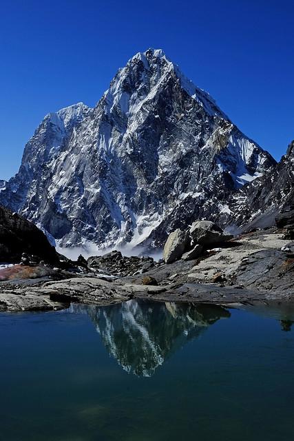 Cholatse (6440m) reflected