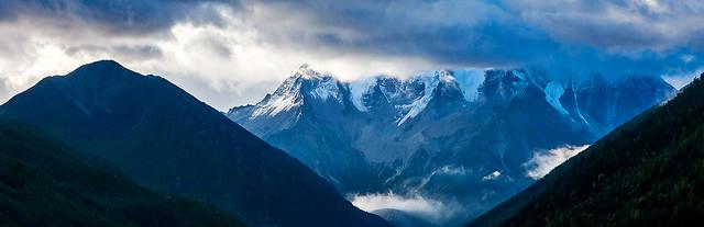 雲湧雅拉雪山
