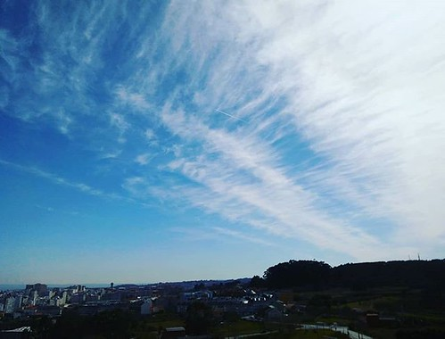 Cambio de tiempo a la vista. #clouds #cirrus #Coruña #windowphoto #photography #phonephoto