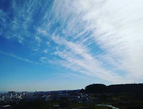 Cambio de tiempo a la vista. #clouds #cirrus #Coruña #windowphoto #photography #phonephoto