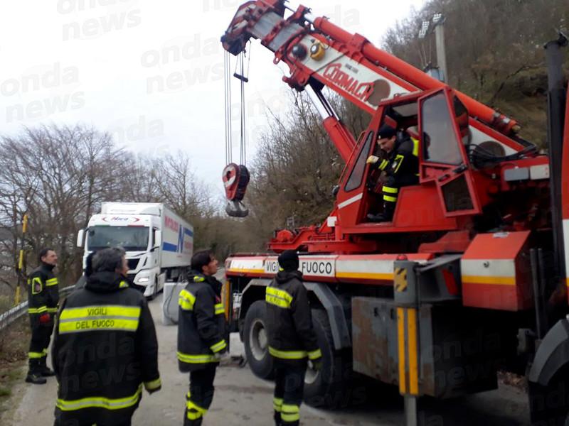 camion-bloccato-SP51-1