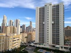 Fabulosa vivienda en la zona de Juzgados de Benidorm, con maravillosas vistas y muy soleado. Solicite más información a su inmobiliaria de confianza en Benidorm  www.inmobiliariabenidorm.com