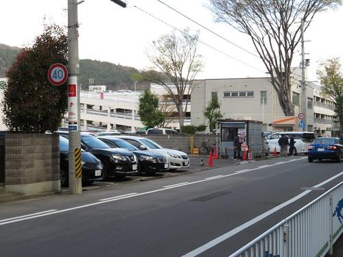 福島競馬場前の一方通行の駐車場