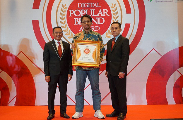 SHARP Indonesia Kembali Terima Penghargaan Digital Popular Brand Award 2018