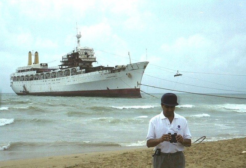Canberra during breaking-up in Pakistan, 1997-1998.