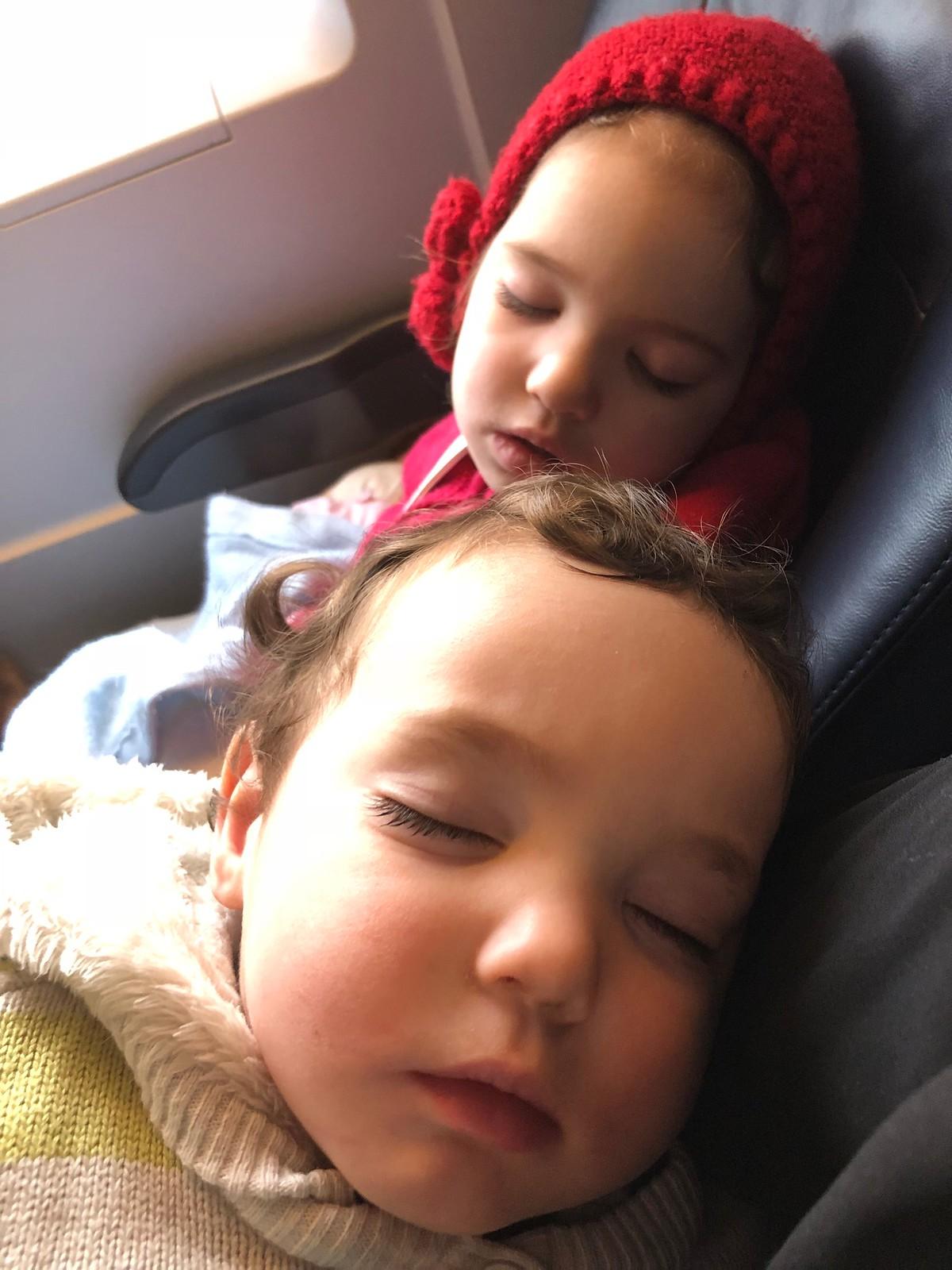 Uno de esos mágicos momentos en el que ambos duermen. ¡Que nadie respire!