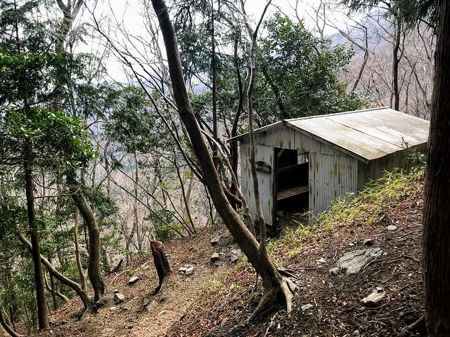 入道ヶ岳 北尾根避難小屋