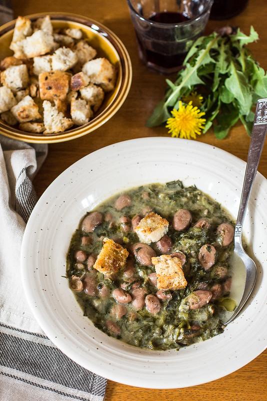 Zuppa di fagioli e tarassaco