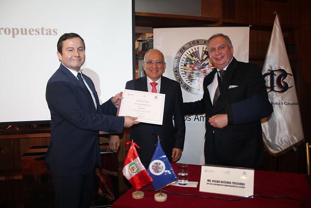Cátedra Perú LXXXII abordó el tema ¿Cómo salir de la crisis económica?