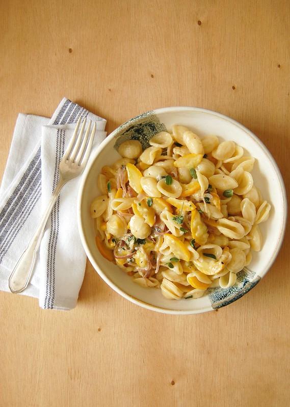 Orecchiette with courgette and goat's cheese sauce / Orecchiette com molho de abobrinha e queijo de cabra