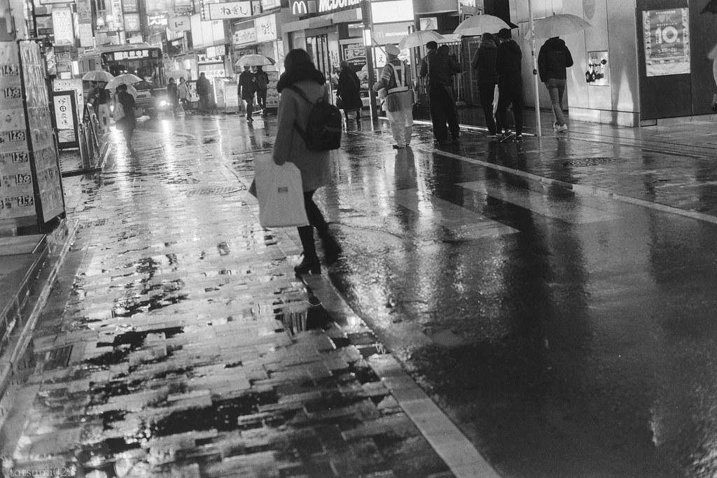 2018-04-15 雨の日の駅前 001