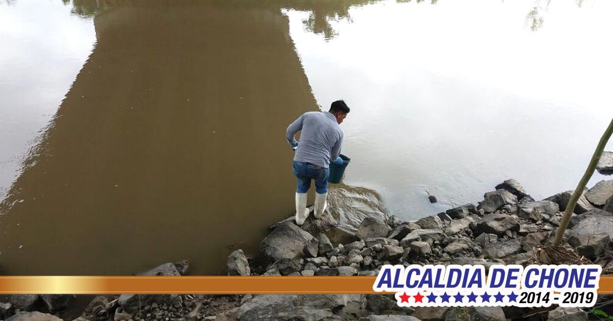 Control de calidad ambiental del agua en Chone